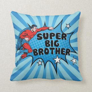 Coussin Super héros devenant un frère