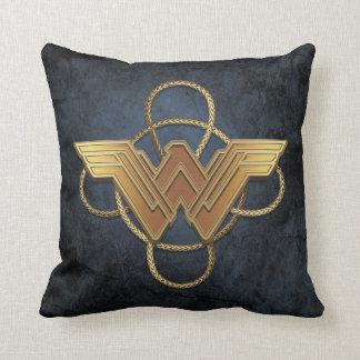 Coussin Symbole d'or de femme de merveille au-dessus de