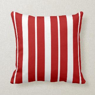 Coussin ThrowPillow rayé rouge et blanc nautique