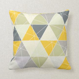 Coussin Triangles de PixDezines géométriques/jaune/gris