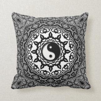 Coussin tribal d'art de fusion de Yin Yang de tour