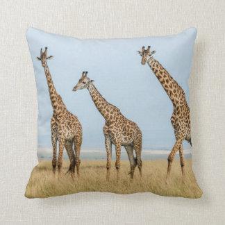 Coussin Troupeau de girafe dans la prairie