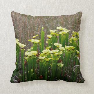 Coussin Usine de broc vert et jaune dans le marais