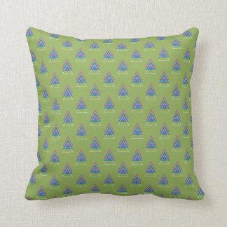 Coussin Vert avec les triangles bleues, rouges et blanches