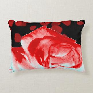 Coussin vibrant de rose rouge