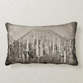 Coussin vintage de montagne de Saguaros de Tonto