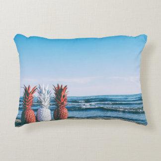 Coussins Décoratifs Ananas colorés sur la plage