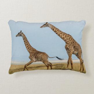 Coussins Décoratifs Girafe et jeune fonctionnement