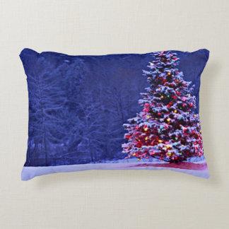 Coussins Décoratifs La neige a couvert l'arbre de Noël