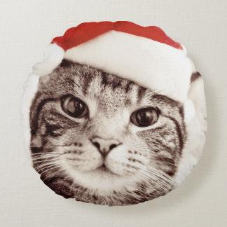 Coussins Ronds Chat tigré domestique utilisant le casquette rouge