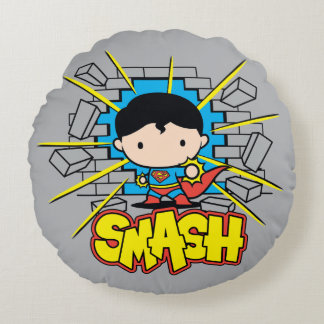 Coussins Ronds Chibi Superman heurtant par le mur de briques