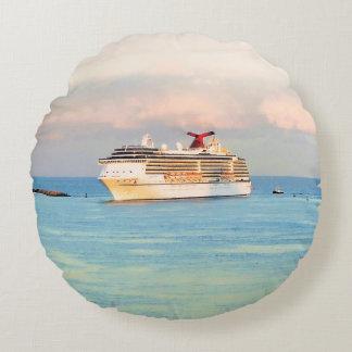 Coussins Ronds Lever de soleil en pastel avec le bateau de