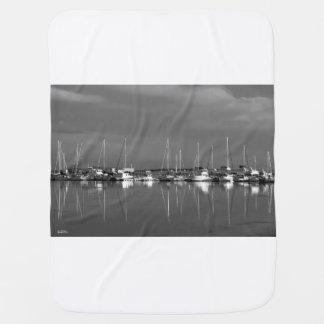 Couverture de bébé photo noir et blanc, bateaux