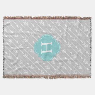 Couverture Motif décoré d'un monogramme de flèches
