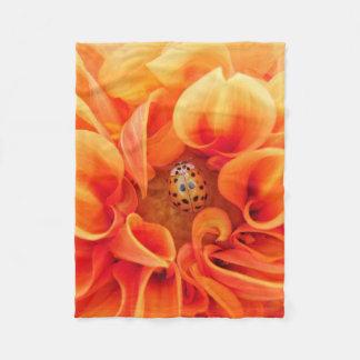 Couverture Polaire Dahlia orange avec la coccinelle