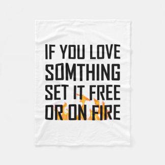Couverture Polaire L'amour quelque chose a placé librement ou le feu
