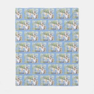 Couverture Polaire Lapin dans des iris néerlandais bleus