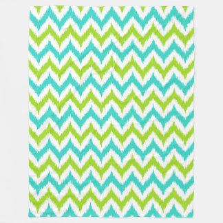 Couverture Polaire Motif blanc, vert et de turquoise de zigzag d'Ikat