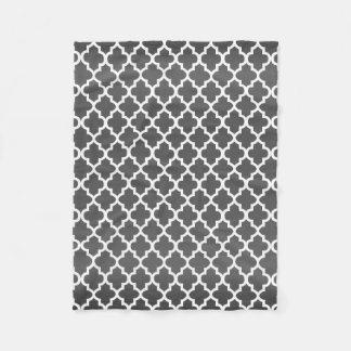 Couverture Polaire Motif gris-foncé et blanc de Quatrefoil