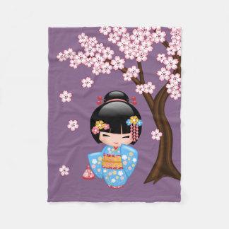 Couverture Polaire Poupée de Maiko Kokeshi - fille de geisha bleue de