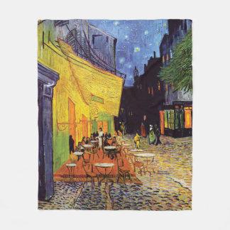 Couverture Polaire Terrasse de café la nuit par Van Gogh