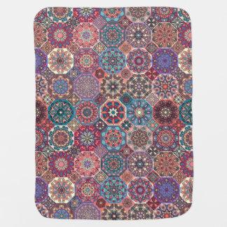 Couvertures Pour Bébé Patchwork vintage avec les éléments floraux de