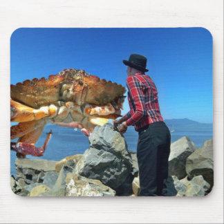 Crabe géant et l'homme tapis de souris