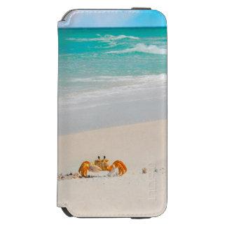 Crabe mignon sur une plage tropicale coque-portefeuille iPhone 6 incipio watson™