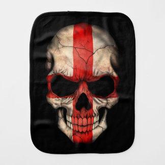 Crâne anglais de drapeau sur le noir linge de bébé