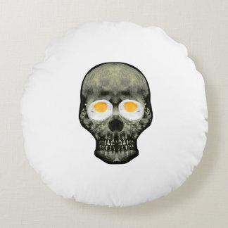 Crâne avec des yeux d'oeuf au plat coussins ronds