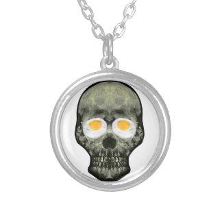 Crâne avec des yeux d'oeuf au plat pendentif rond