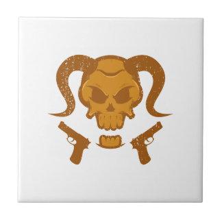 Crâne avec l'arme à feu petit carreau carré