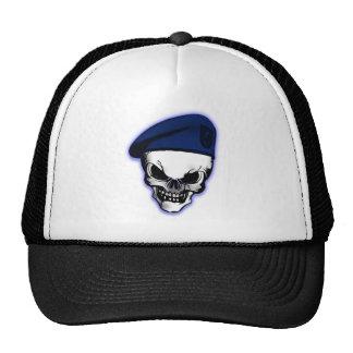 Crâne avec le béret militaire casquettes