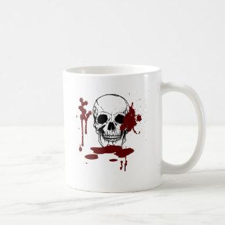 Crâne avec le sang mug blanc