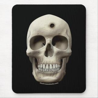 Crâne avec le trou de balle tapis de souris