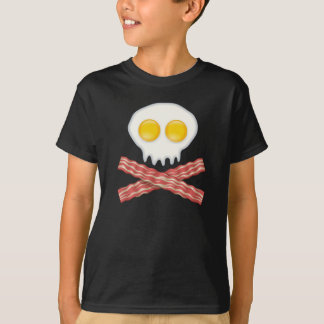 Crâne avec les oeufs croisés de lard de crâne de t-shirt