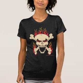 Crâne avec les os croisés et le T-shirt des femmes