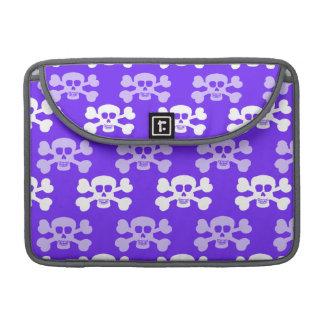Crâne bleu, pourpre et blanc violet et os croisés poche pour macbook