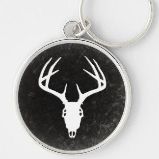 Crâne de chasse de cerfs communs avec des porte-clé rond argenté