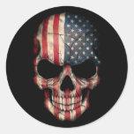 Crâne de drapeau américain sur le noir adhésif