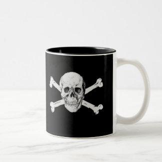 Crâne de pirate et tasse d'os croisés