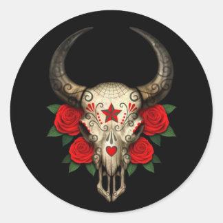 Crâne de sucre de Taureau avec les roses rouges su Autocollants Ronds