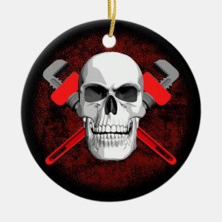 Crâne et clés de plombier ornement rond en céramique