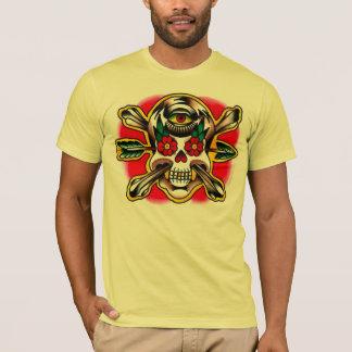 Crâne et os croisés avec la flèche et un troisième t-shirt