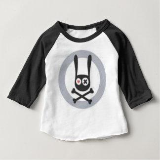 Crâne et os croisés de lapin avec le coeur et t-shirt pour bébé