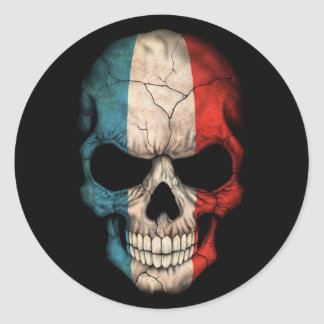 Crâne français de drapeau sur le noir adhésifs ronds