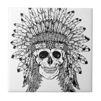 Crâne gothique de style tribal avec le graphique petit carreau carré