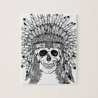 Crâne gothique de style tribal avec le graphique puzzles