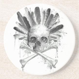 Crâne gothique de style tribal - la croix désosse dessous de verres