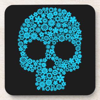 Crâne humain avec des éléments de fleur sous-bocks